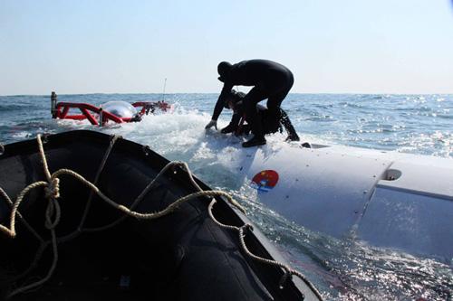 10月份,东海舰队、北海舰队分别进行了搜索救援失事潜艇的援潜救生演练。