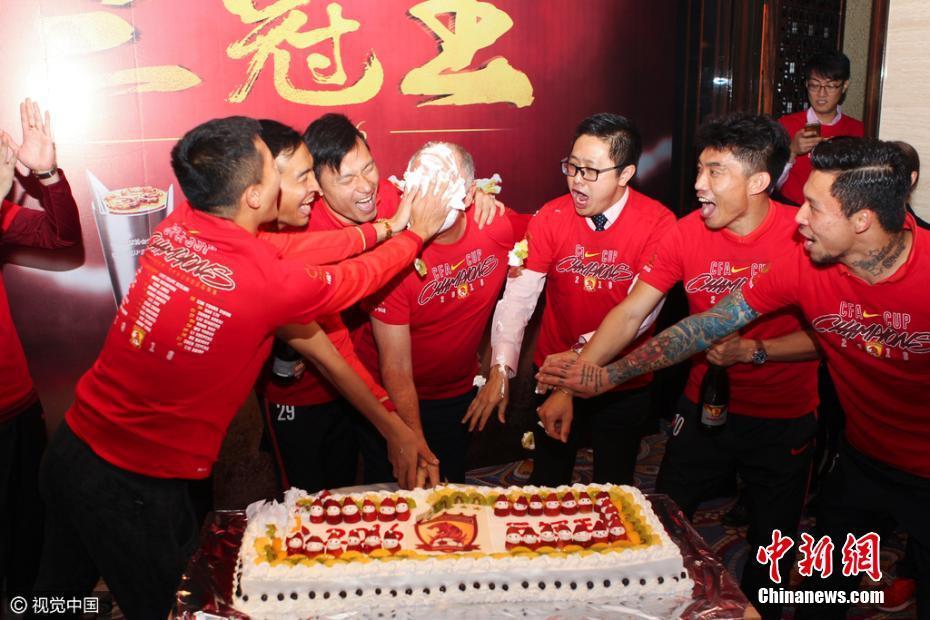 Guangzhou Evergrande celebrate victory