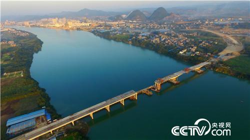 航拍的广西三江侗族自治县至柳州市高速公路融安县城段连接线长安二图片