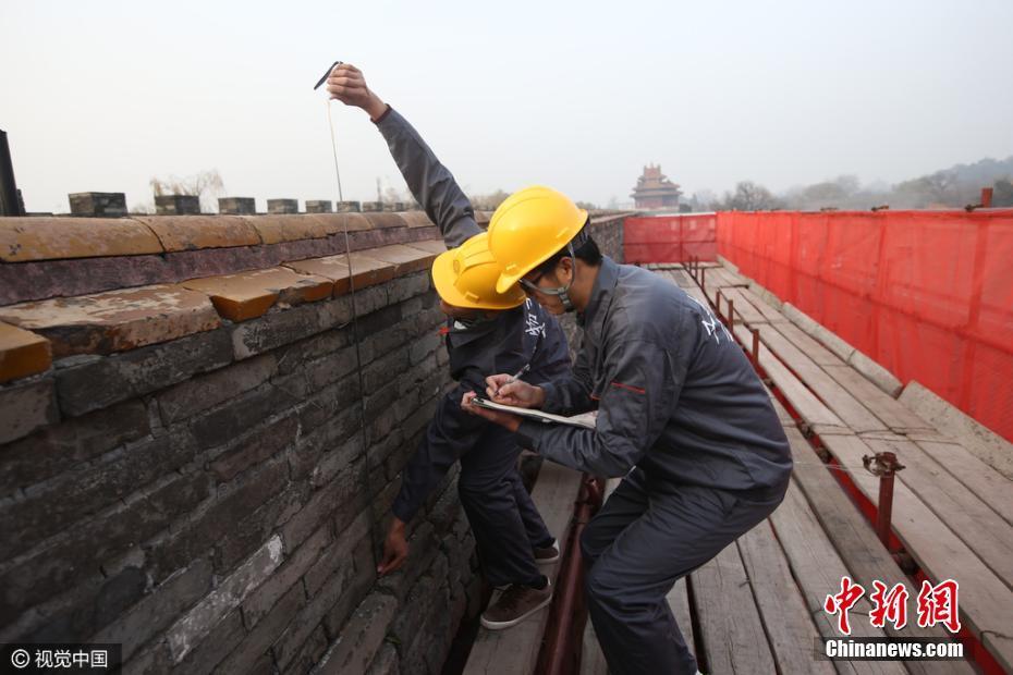 Se llevan a cabo importantes reparaciones en los muros de la Ciudad Prohibida