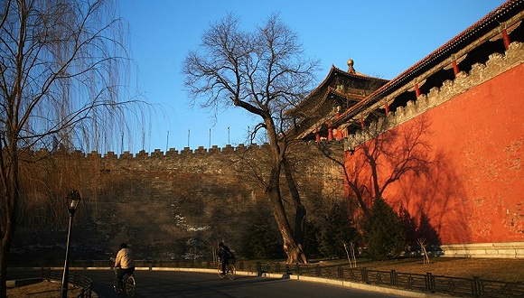 It is the biggest restoration project at the museum since 1949. The first phase has already begun on a 233-meter section of the wall at the western end of the complex named Xihuamen, which is the part most affected.