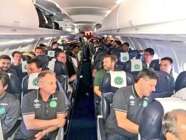 Avión en el que viajaba el club brasileño Chapecoense se estrella próximo a Medellín