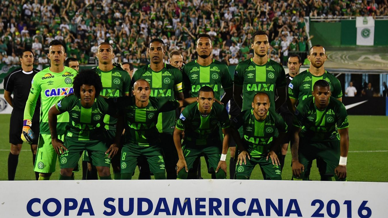 Un avion s'écrase à Medellin:l'équipe de football brésilienne Chapecoense en deuil