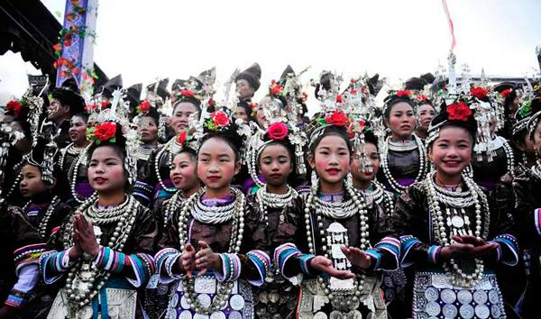 La aldea étnica alberga el festival para honrar su tradición