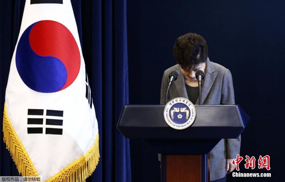 """Пак Кын Хе готова уйти в отставку и поручила парламенту """"решить ее судьбу"""""""