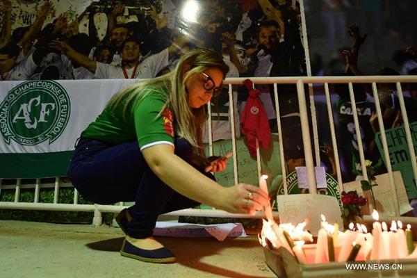 حادث طائرة الفريق البرازيلي يصيب أمريكا الجنوبية وعالم كرة القدم بصدمة