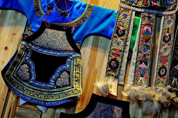 Los bordados tradicionales de la etnia Shui se exponen en Beijing