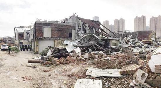 东宅、泥金10处铁皮屋昨日拆除