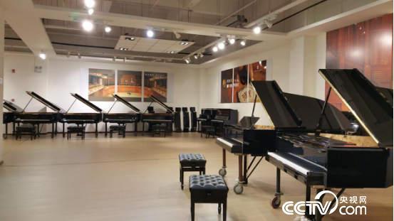 金宝乐器的高档钢琴调试大多出自吴宝卿之手