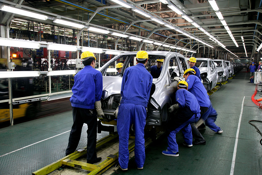 Fabricación aumenta más de lo esperado en noviembre