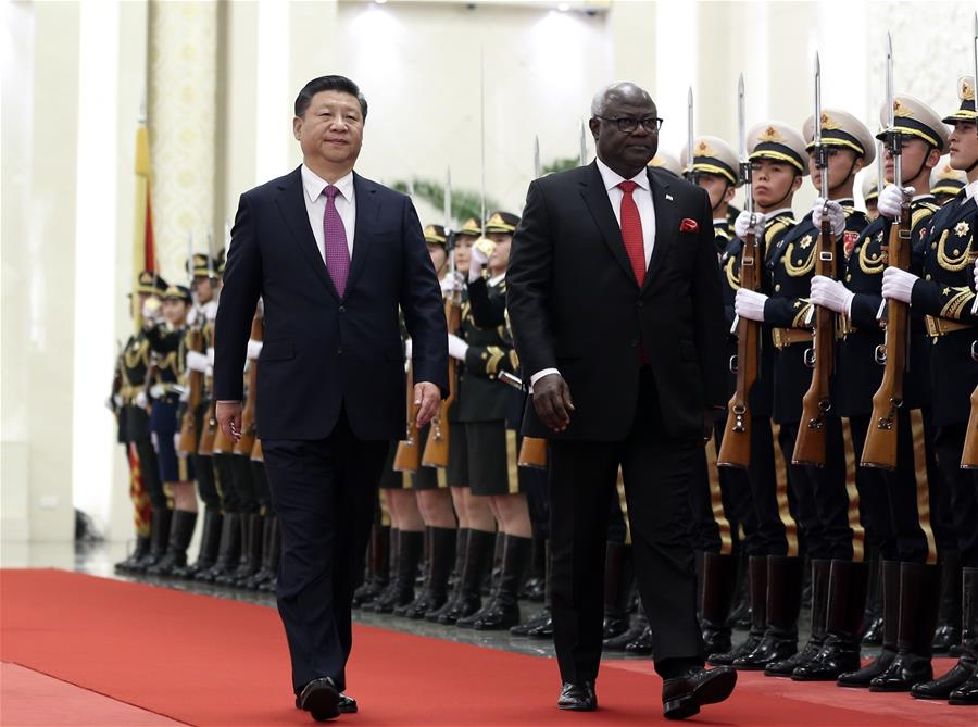 Chinese President Xi Jinping (front L) holds a welcome ceremony for Sierra Leone President Ernest Bai Koroma before their talks in Beijing, capital of China, Dec. 1, 2016.(Xinhua/Ding Lin)