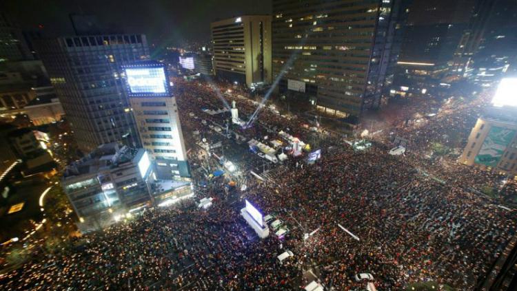 В Сеуле продолжаются протесты с требованием отставки президента
