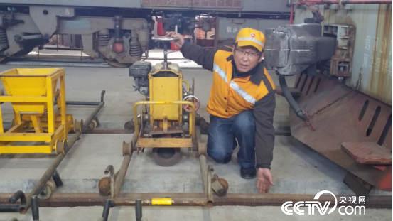 信恒均改造的打磨机,能打磨铁轨内、外侧及正面。