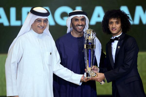 La Confederación Asiática de Fútbol efectuó ayer jueves en Abu Dhabi, capital de Emiratos Árabes Unidos, su ceremonia anual para galardonar a sus mejores exponentes en las canchas de balompié en el calendario que se apresta a concluir.