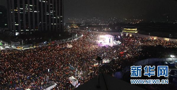 Tens of thousands of South Koreans continue to rally in central Seoul