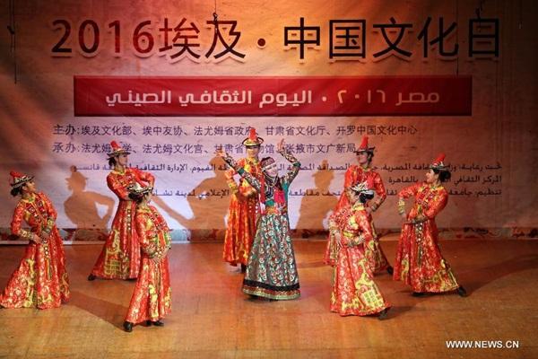 عروض فلكلورية لمقاطعة قانسو الصينية تنال إعجاب المصريين