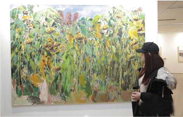 Exposición en Beijing de pinturas al óleo expresionistas de artistas del noreste de China