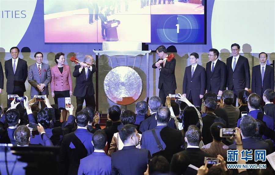 Первый день работы перекрестных торгов бирж Шэньчжэня и Сянгана прошел стабильно