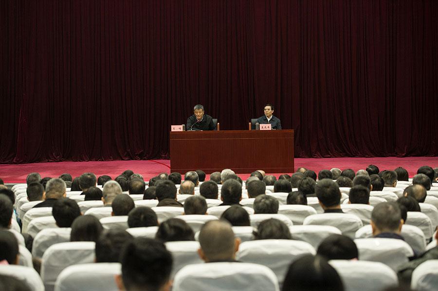 11月30日,中央電視臺舉行分黨組理論學習中心組擴大會,集中學習十八屆六中全會精神。