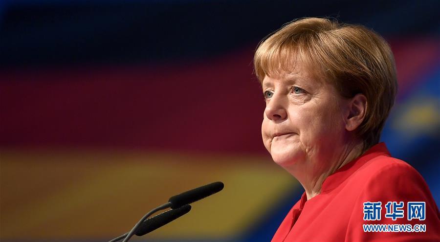 La canciller Angela Merkel es reelegida como líder del partido