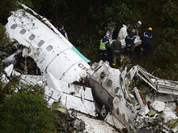 Sigue mejorando estado de supervivientes tras accidente aéreo en Colombia