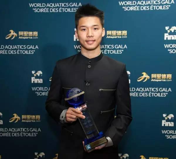 Shi Tingmao y Chen Aisen ganan al premio de mejores clavadistas en Gala Anual de Fina