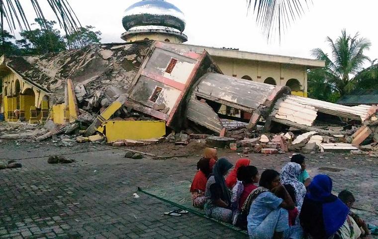 Deja al menos 20 fallecidos sismo de 6,4 grados en Indonesia