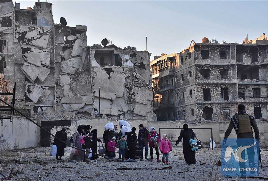 Syrian residents fleeing the violence in the eastern rebel-held parts of Aleppo evacuate from their neighbourhoods through the Bab al-Hadid district after it was seized by the government forces, on December 7, 2016. (AFP/Xinhua)