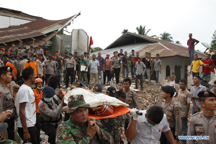 Search and Rescue (SAR) team evacuates bodies of victims in quake-hit Pidie Jaya district, Aceh, Indonesia, Dec. 7, 2016. At least 97 people have been killed and over 600 others suffered from wounds after a powerful and shallow underland quake hit western Indonesia