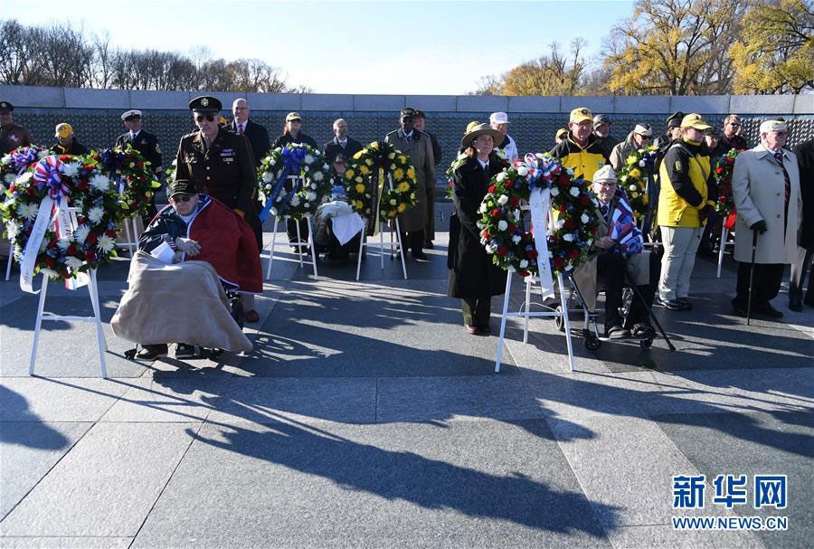 People mark the 75th anniversary of the Japanese attack on Pearl Harbor at World War II Memorial in Washington D.C., on December 7, 2016. [Photo: Xinhua]
