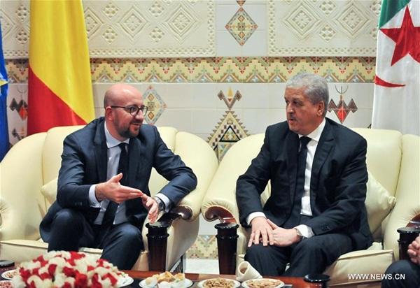 الجزائر 7 ديسمبر 2016 (شينخوا) في الصورة الملتقطة يوم 6 ديسمبر 2016، رئيس الوزراء الجزائري عبدالملك سلال (الأول يمينًا) يستقبل شارل ميشيل (الثاني يمينًا) بالعاصمة الجزائر. بدأ رئيس الوزراء البلجيكي شارل ميشيل، يوم الثلاثاء، زيارة رسمية إلى الجزائر تستمر يومين تتناول تعزيز التعاون المشترك