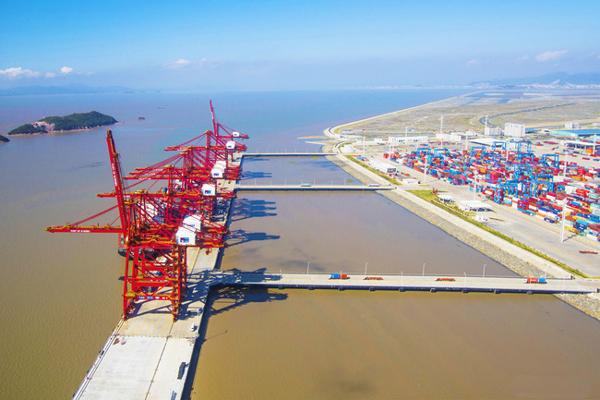 Exportaciones de China suben 5,9% en noviembre