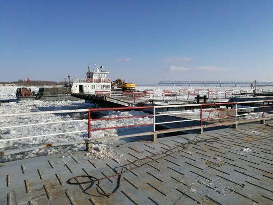 Начала работать переправа между китайским городом Тунцзян и селом Нижнеленинское в России