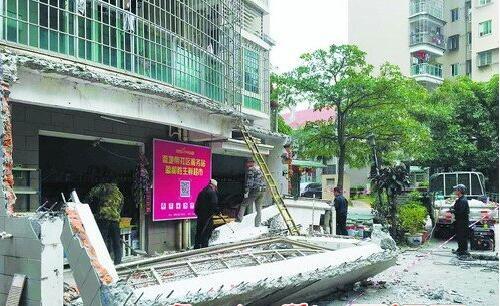 ▲长浩二里25号101室一处存在安全隐患的违建被依法拆除。