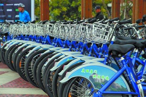 市民可以现场借用主办方提供的公共自行车参与活动。