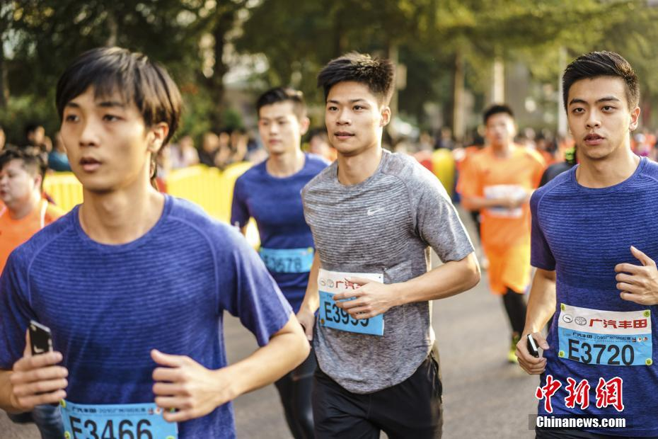 More than 30,000 runners from 47 countries and regions participate in an international marathon in Guangzhou, the capital of Guangdong province.