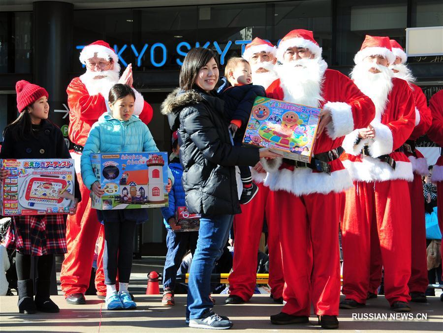 Шоу Санта-Клаусов в Токио
