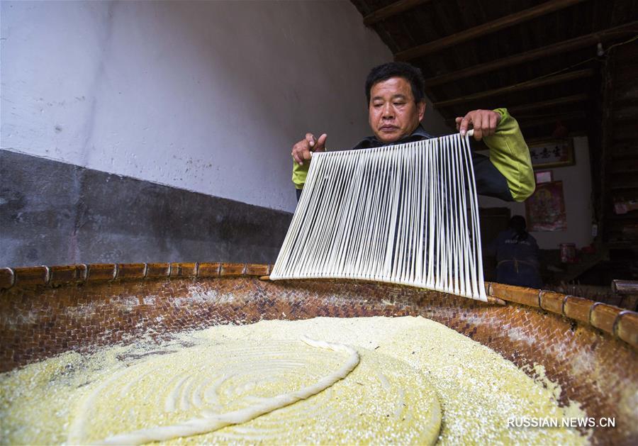 Изготовление хуваньской масляной лапши