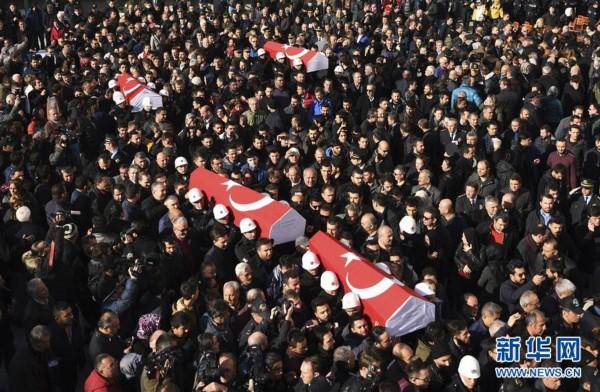 El fútbol turco no se detiene y se solidariza con víctimas de atentado