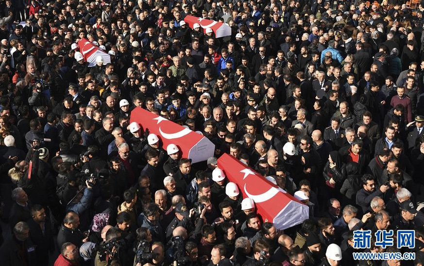 38 morts et 155 blessés dans une double explosion