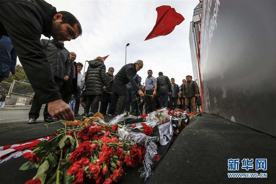 Réactions mitigées des civils face aux attentats