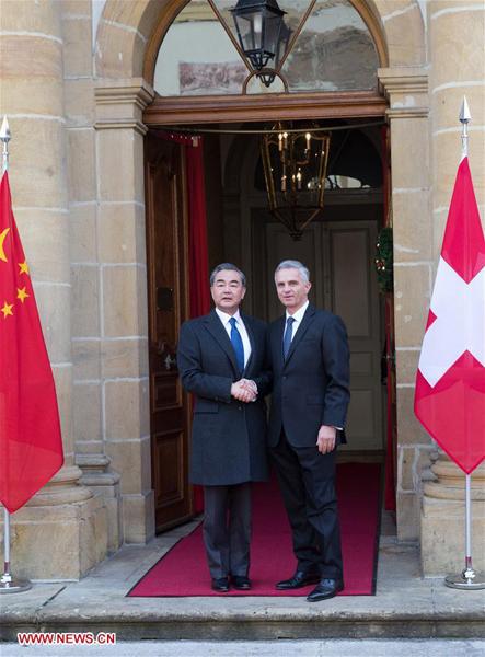 Canciller chino urge los dos países a defender el comercio libre global
