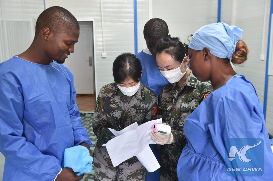 Local medical staff receive training from Chinese doctors on Ebola treatment in Monrovia, Liberia, Dec. 3, 2014. (Xinhua/Yang Guoyu)