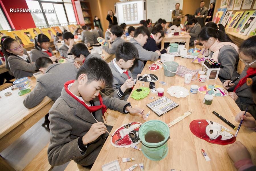 Классическая драма Китая приходит в школы