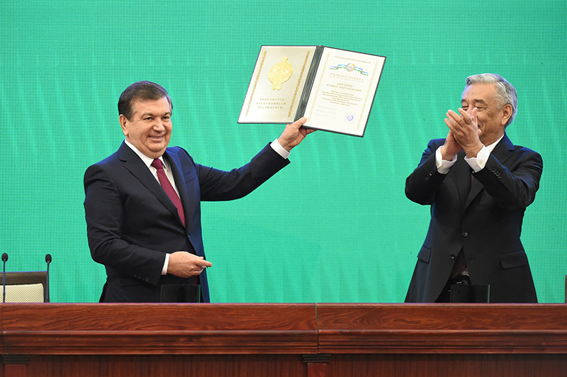 Новый президент Узбекистана принес присягу