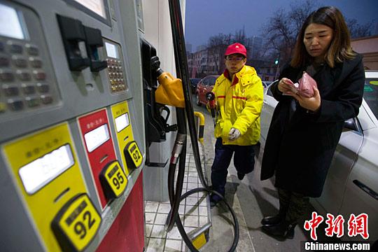 Стоимость бензина и дизтоплива в Китае растет на фоне роста мировых цен на нефть
