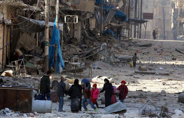 Syrie : les frappes aériennes reprennent, les populations prises au piège