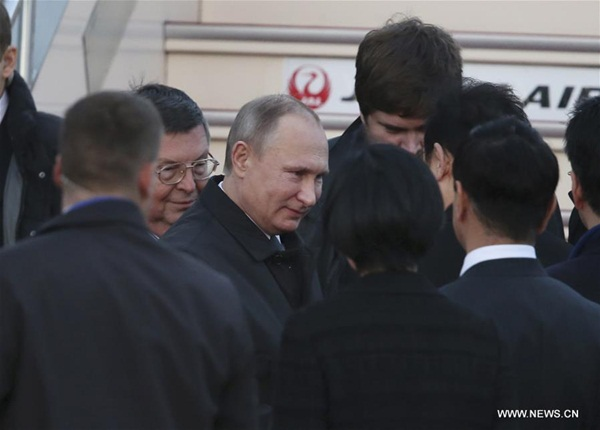 بوتين يصل إلى اليابان بعد ساعتين من الموعد المقرر لإجراء محادثات مع آبي