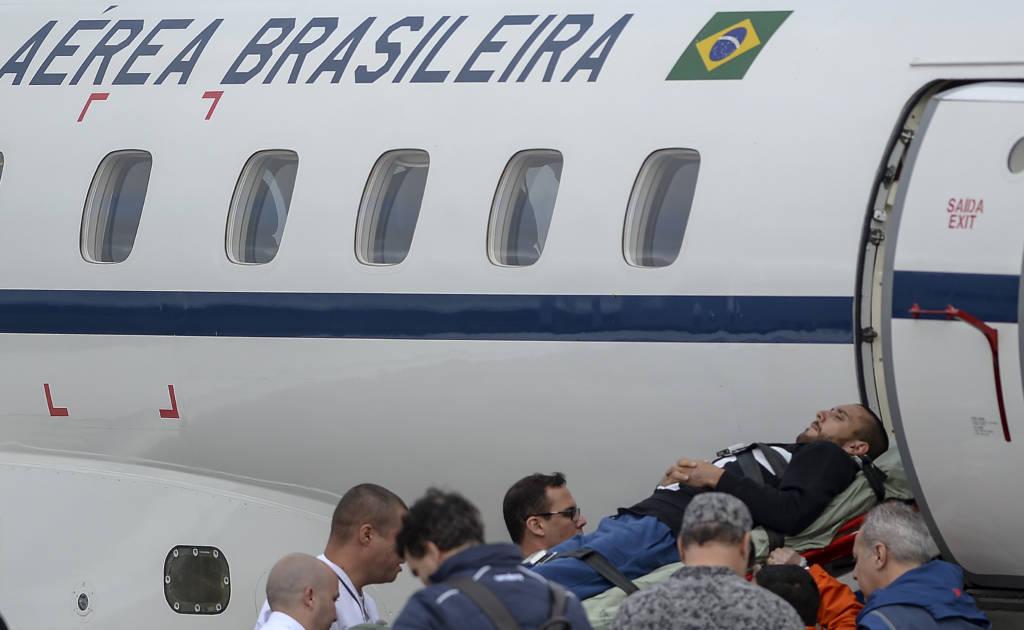 Periodista Rafael Henzel y defensa Alan Ruschel de Chapecoense vuelven a casa