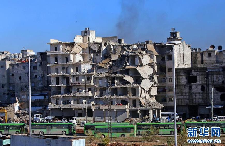 Syrie : protégées par un cessez-le-feu, les populations quittent la ville